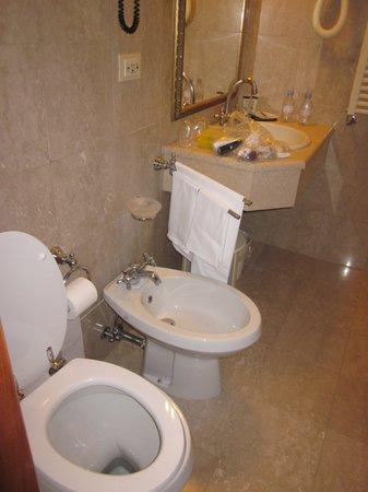 Amadeus Hotel: toilette bidet salle de bain