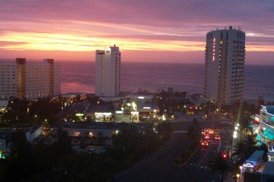 Bayview Hotel Guam: закат