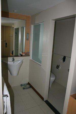 Hotel Solo Sukhumvit 2 : bathroom