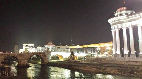 Hotel Anja : Skopje by night, vanuit hotel