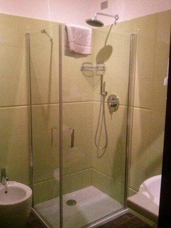 Hotel Carlton: Cabina doccia