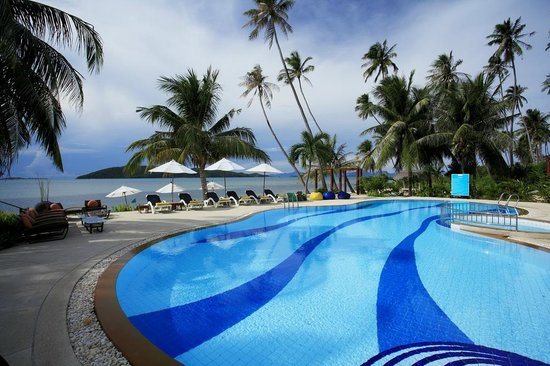 Centra by Centara Coconut Beach Resort Samui: Beach front