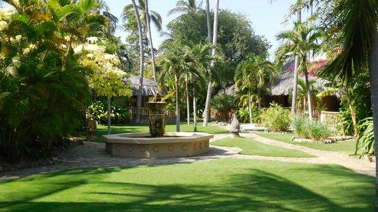 Mia Resort Mui Ne : Perfectly kept gardens