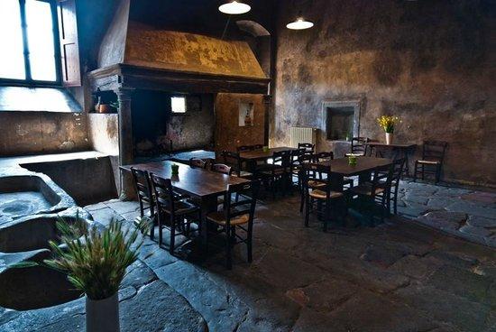 Bigallo Hostel: Cucina monumentale