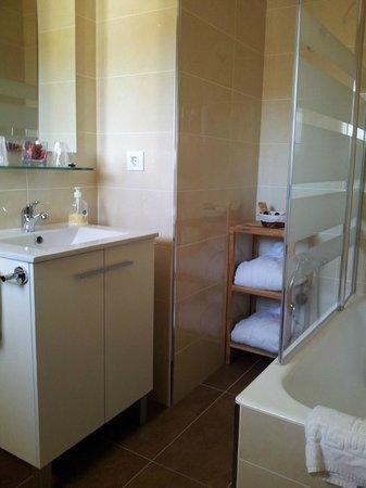 Hostal Can Bassalis : Baño