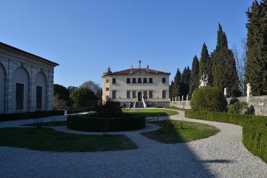 Villa Valmarana ai Nani: Veduta della Villa dall'ingresso principale