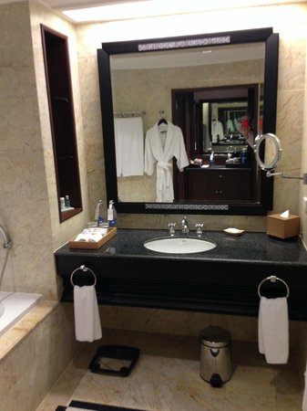 The Athenee Hotel, a Luxury Collection Hotel: bathroom