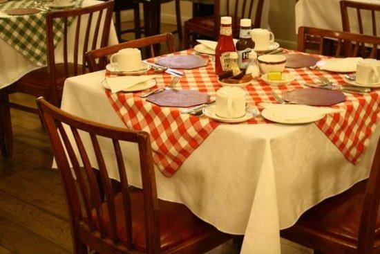 Ridgemount Hotel: Table de petit déjeuner