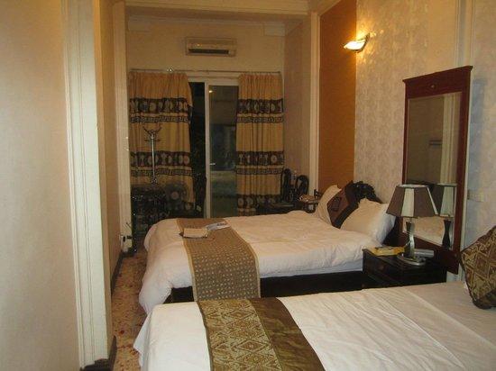 Kangaroo Hotel : Улучшенный номер с 2-мя кроватями и балконом
