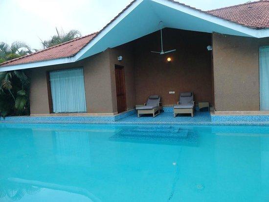 SAJ Earth Resort: room