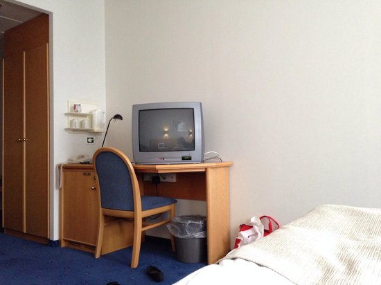 Icelandair Hotel Reykjavik Natura: I'd much rather have desk space than this huge outdated TV.