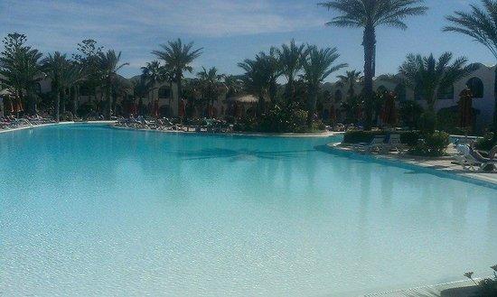 SENTIDO Djerba Beach : la piscine extérieure