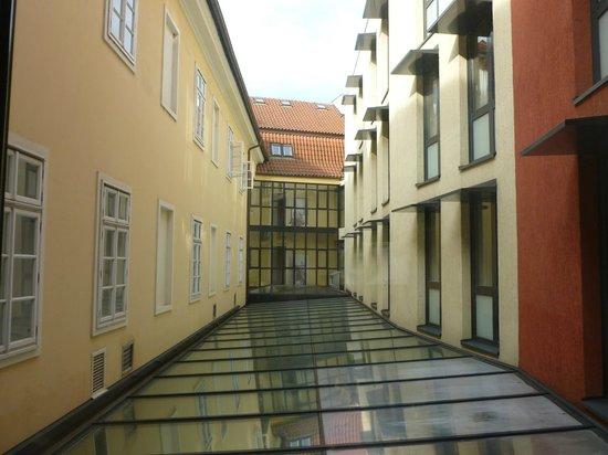 Hotel Roma Prague : Vista dalla camera (sopra la hall dell'albergo)