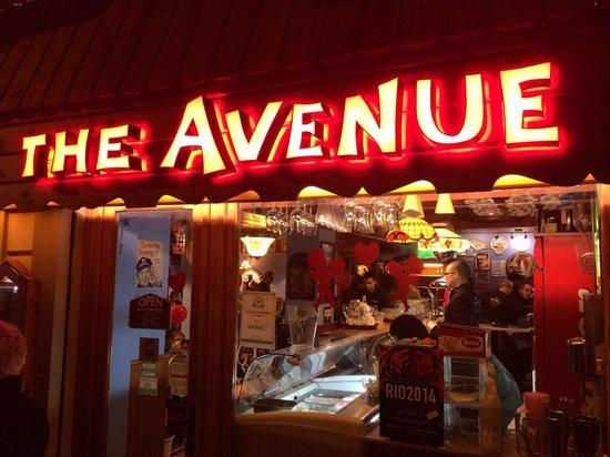 The Avenue: L'esterno