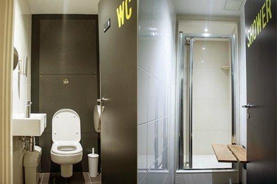 Sir John Cass Hall: Shared bathrooms and showers