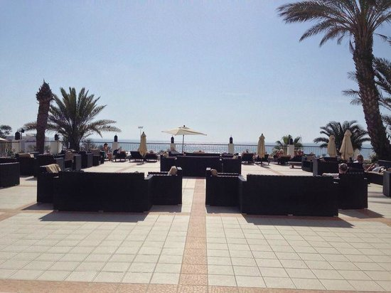 Royal Mirage Agadir Hotel : View out to the beach from sun lounger area