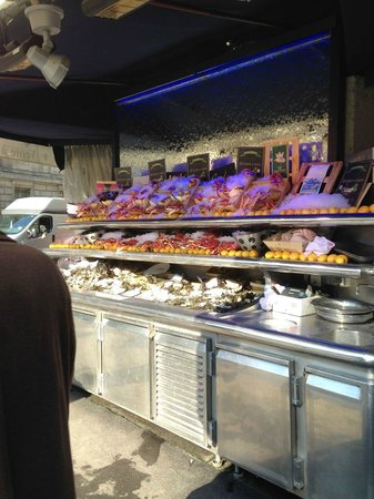 Le Bar a Huitres Saint-Germain : The restaurant also sell sea food outside their premisses during the day