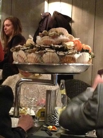 Le Bar a Huitres Saint-Germain : Huge silver plate with raw sea food served to our neighbouring table