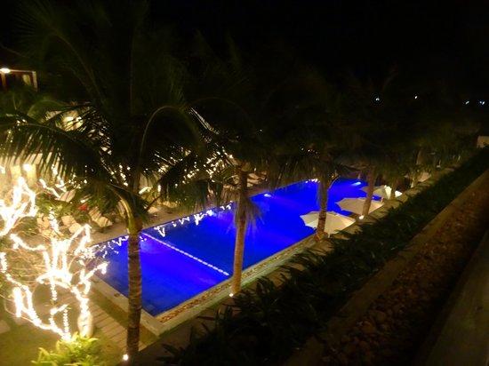 Vinh Hung Emerald Resort: Pool view