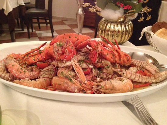 paccheri with clams and sea urchin - Bild von Tiratappi, Mantua ...