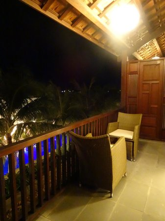 Vinh Hung Emerald Resort: Massive balcony