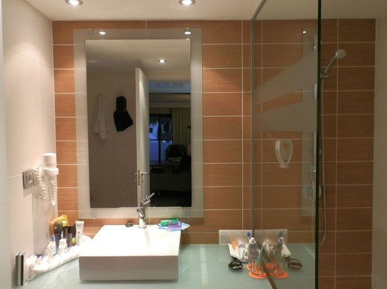 Be Live Experience Lanzarote Beach: Bathroom