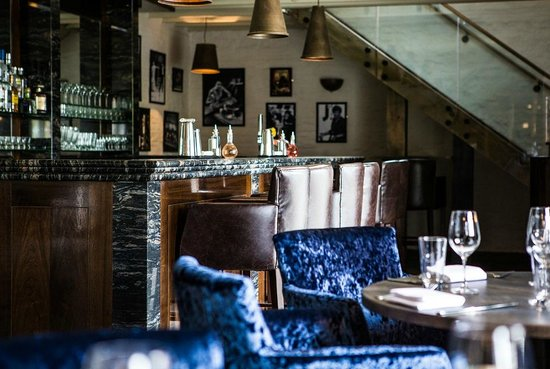 The Coach House By Michael Caines : The bar