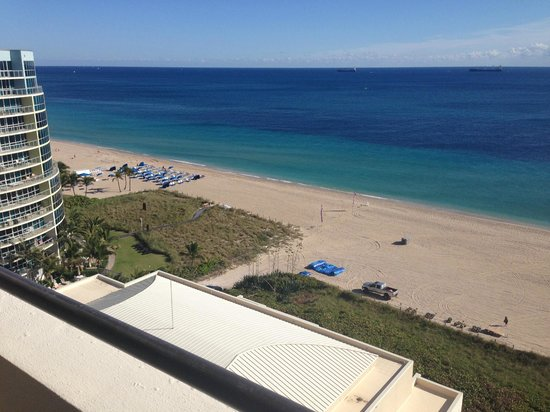 Fort Lauderdale Marriott Harbor Beach Resort & Spa : view from room facing north