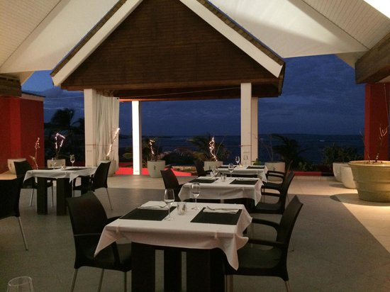 Le Pavillon by the Sea : Dining Room