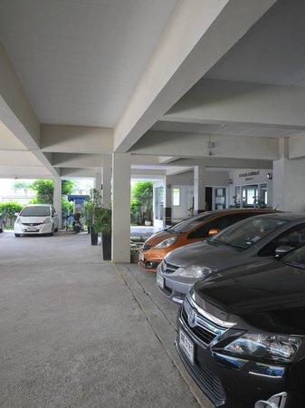 P-Park Residence (Rama 9-Suvarnabhumi) : Parking