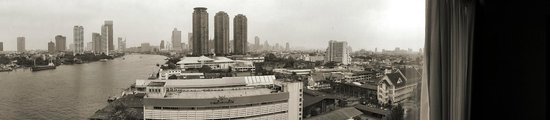 Ramada Plaza Bangkok Menam Riverside : Vue depuis notre chambre.