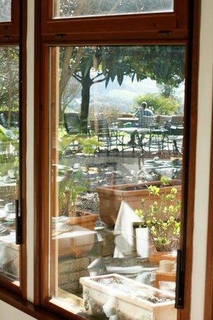 Hotel Santa Caterina: panorama giardino dalla veranda delle colazioni