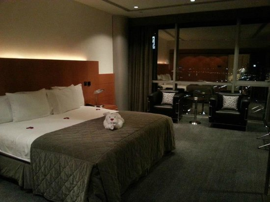 Hilton Dubai Creek: The very comfortable king sized bed