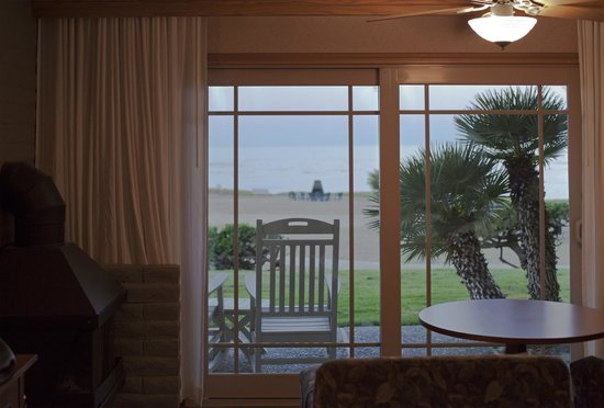 BEST WESTERN PLUS Cavalier Oceanfront Resort: Вид из окра