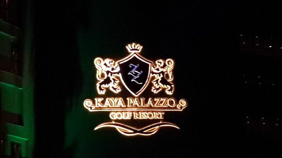 Kaya Palazzo Golf Resort: Otel girişi logosu