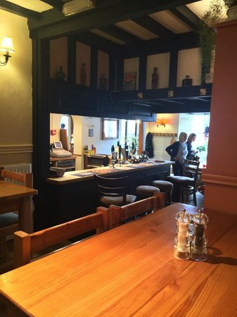 The Crown & Tuns - Puddingface, The Pie Place: Looking back to the bar