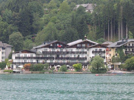 SeeVilla Wolfgangsee: Hotel vom See aus fotografiert