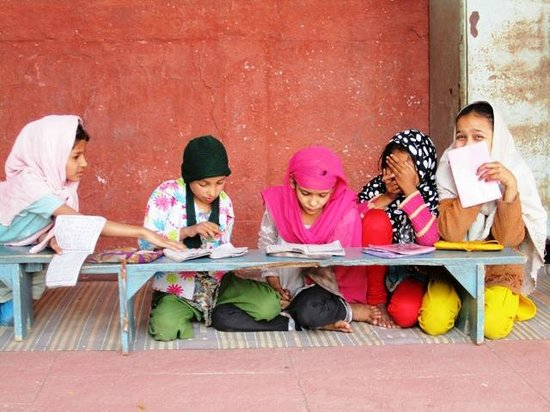 Jama Masjid: Children  learn to read the Quran