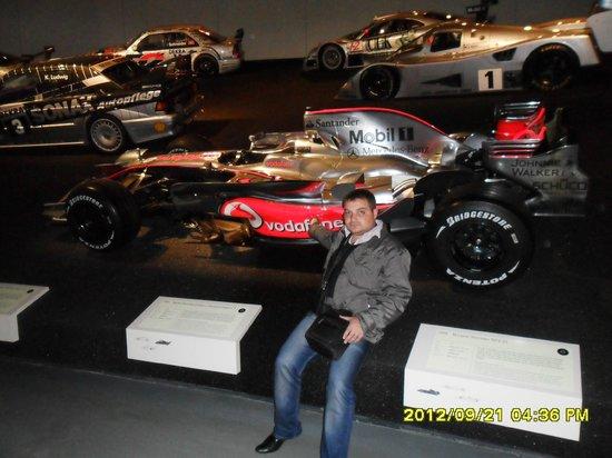 Mercedes-Benz Museum: Mашина класс F1 Mclaren Mercedes, на котором Льюис Хэмилтон в 2008 году стал чемпионом мира
