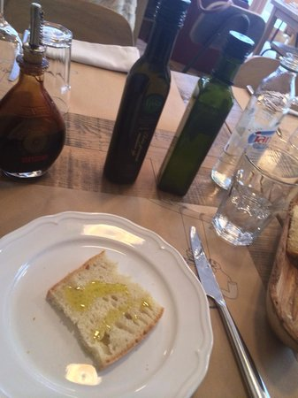 Uje oil bar: Olive oil is very very good