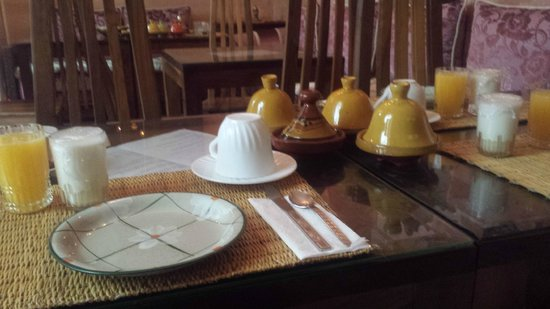 Riad Sidi Mimoune : breakfast table