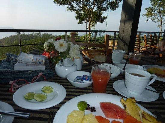 Melheim Resort: Breakfast on the restaurant terrace