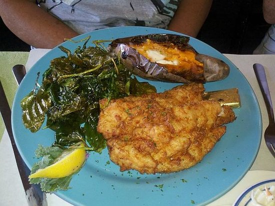 Crazy Fish Bar & Grill: Fried Grouper with Fried Spinach