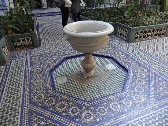Palais de la Bahia : 床のタイルも美しい