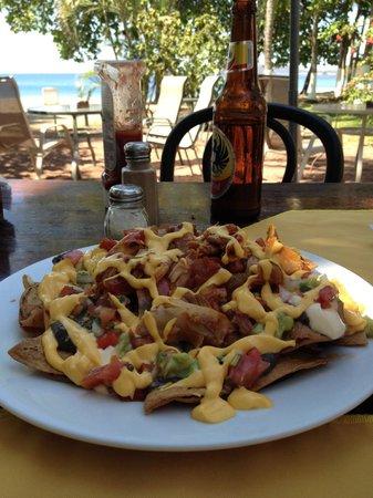 El Velero Restaurant: Chicken Nachos & Cervesa...enough for 2 to share at lunch.