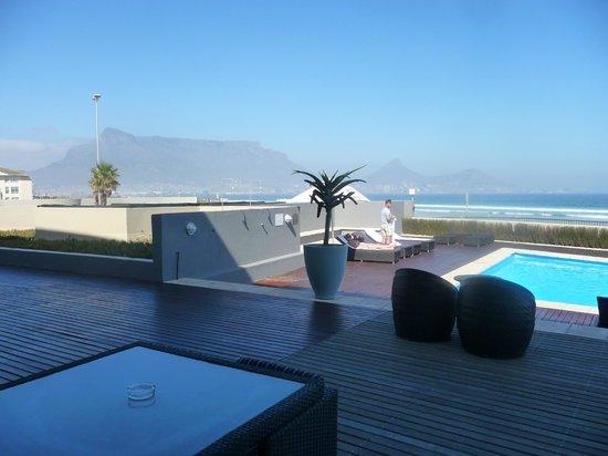 Lagoon Beach Hotel & Spa : piscine du restaurant de l'hôtel