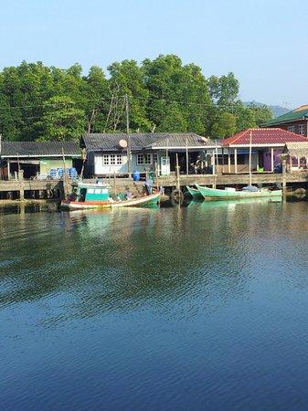 Mairood Resort: Fishing village next to the resort