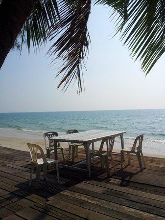 Mairood Resort: Ban Chueng beach