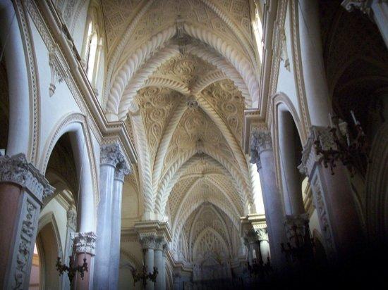 Matrice Church: panoramica del bellissimo soffitto con volte a crociere finemente cesellate