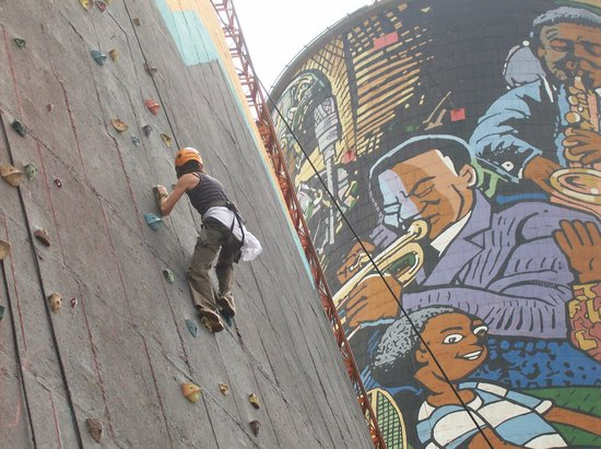Ek Se Tours: Amazing Race Soweto - Rock Climbing Challenge @ the Orlando Cooling Towers
